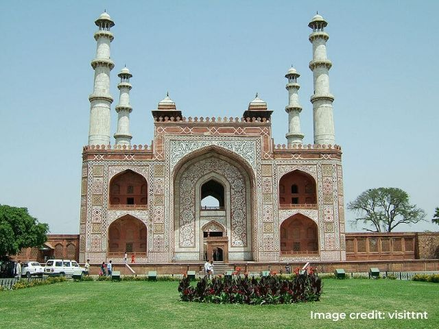 Tomb-of-Akbar1
